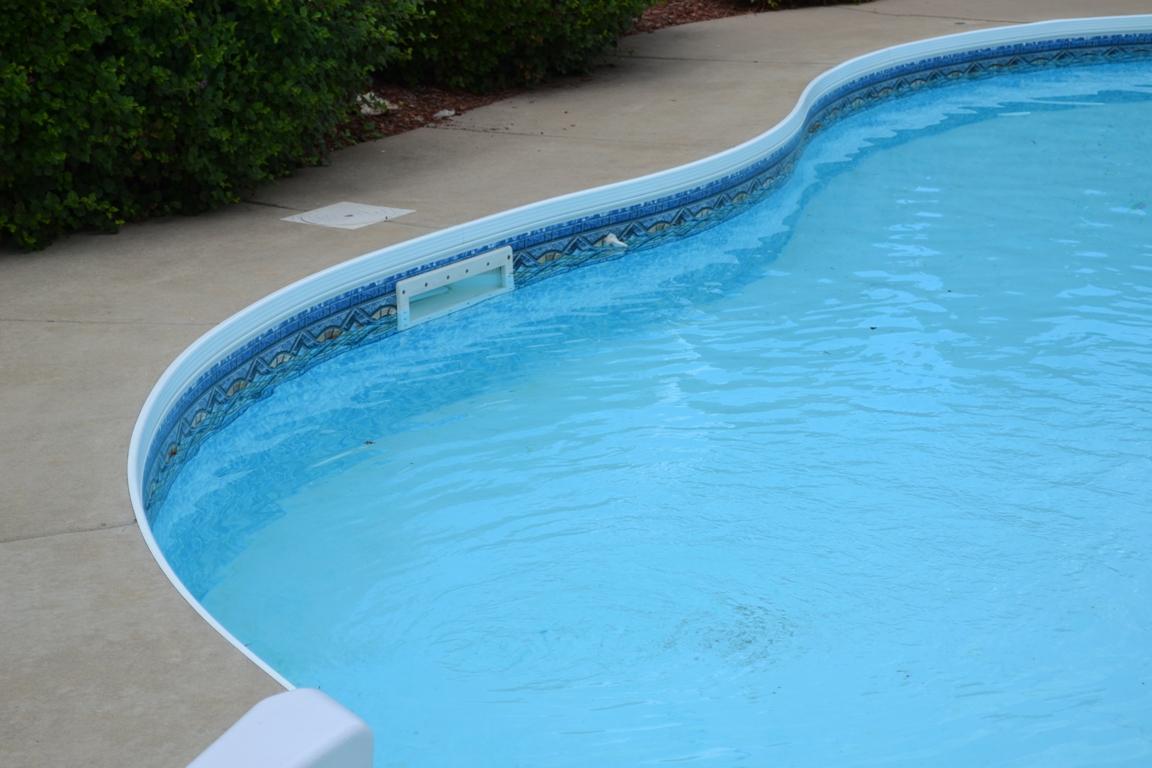 Фильтр в бассейне