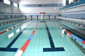 Спортивный бассейн закрытого типа