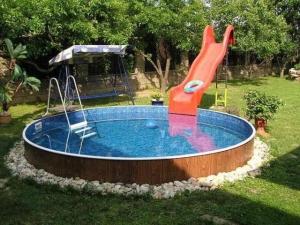 Типы бассейнов: каркасный, стационарный и полипропиленовый, фото
