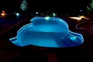 Подсветка в бассейне