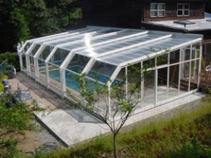 Бассейн со стеклянной крышей