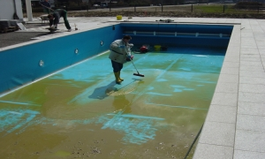 Очищаем бассейн