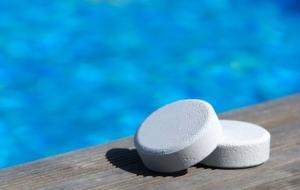 Дезинфекция бассейна с помощью химических средств