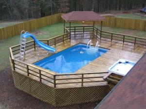 Каркасный бассейн с горкой