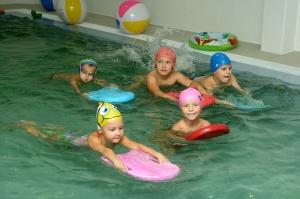 Плавание в бассейне в детском саду