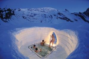 Бассейн в снегу