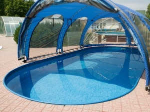 Дачный бассейн с навесом