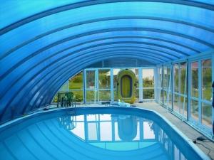 Защитить бассейн от солнца