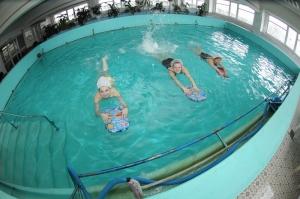 Лечебные занятия в бассейне